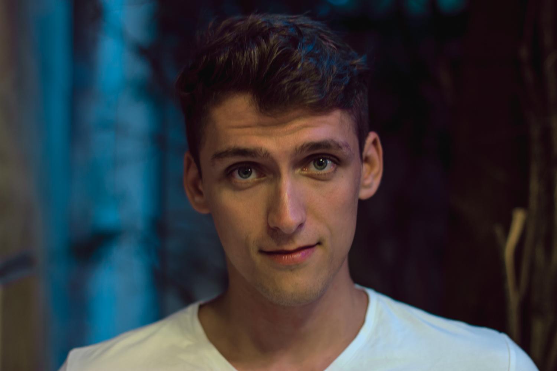 Nahaufnahme Porträtfoto eines jungen Manns