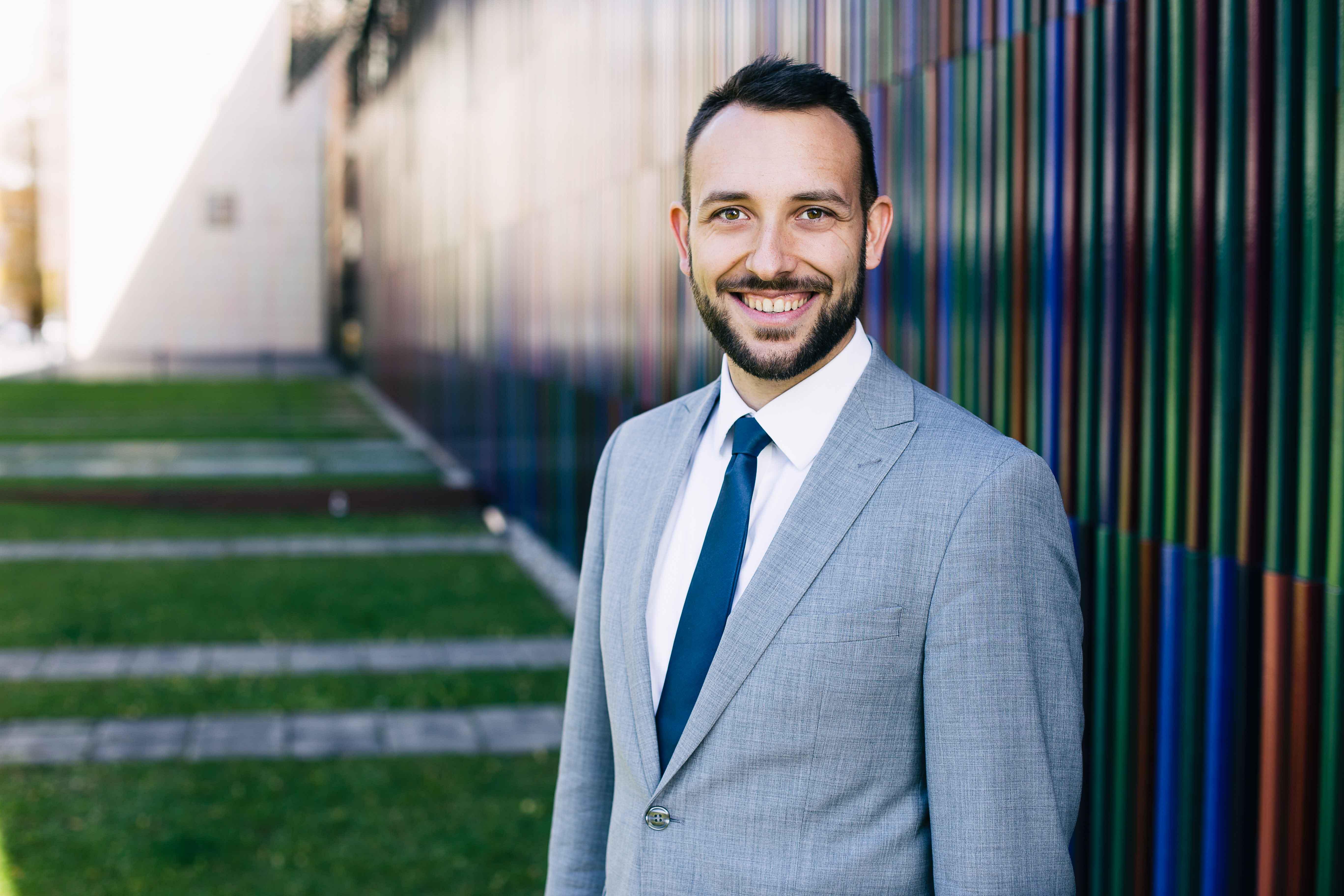 Bewerbungfoto eines Consultants im Anzug