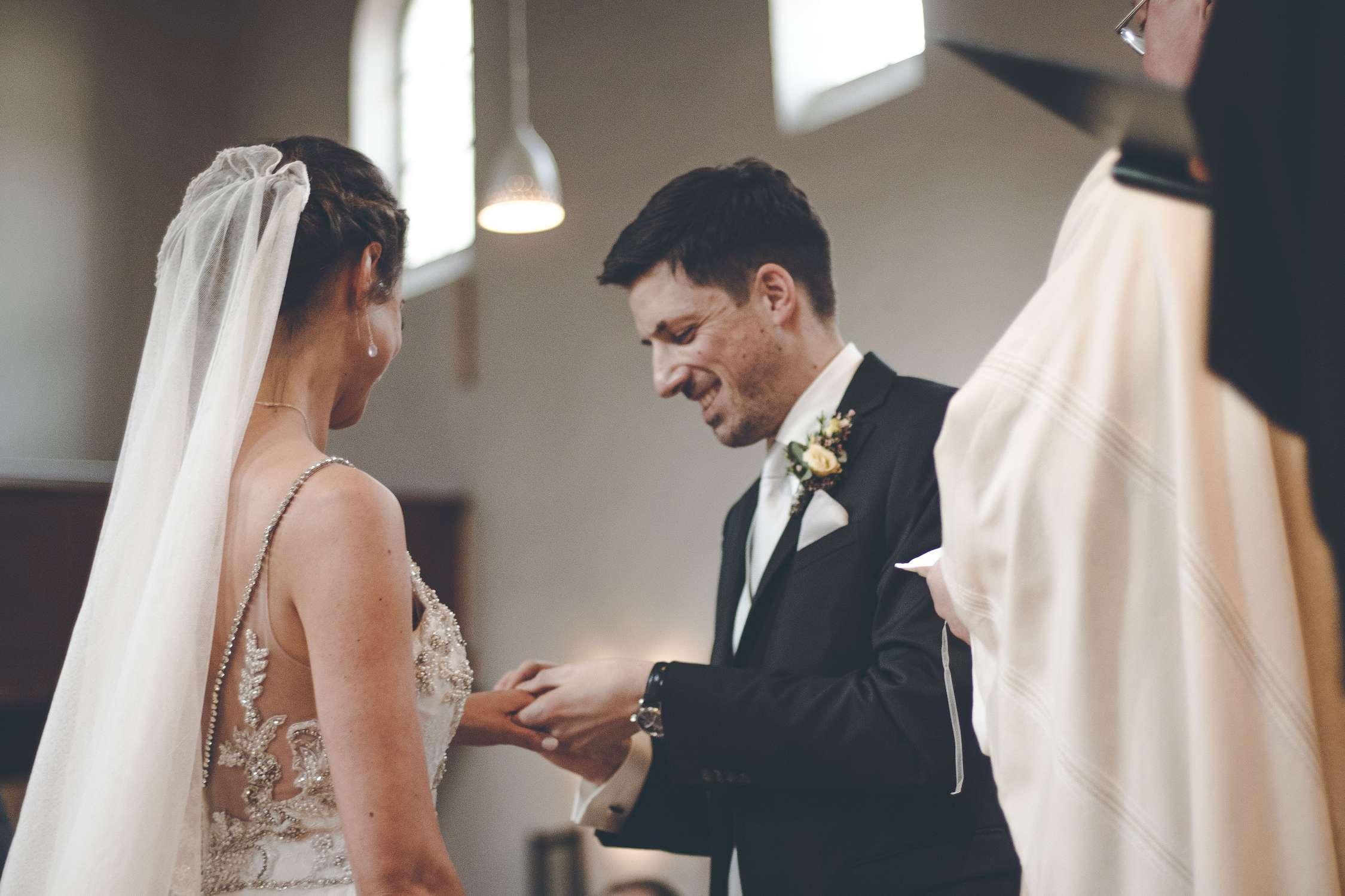 Austausch der Hochzeitsringe in der Himmelfahrtskirche in Sendling
