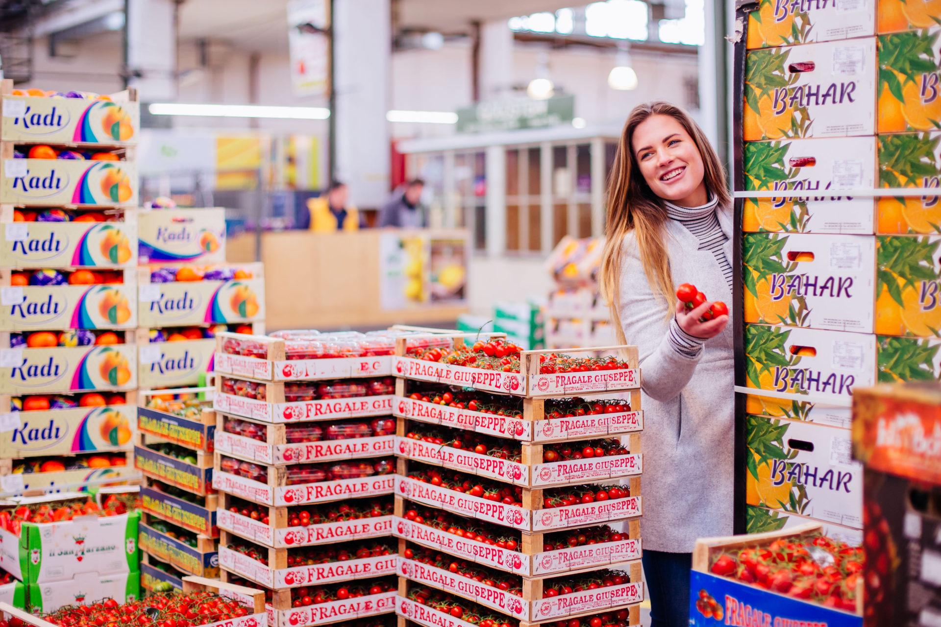 Werbefoto mit Model im Münchner Großmarkt